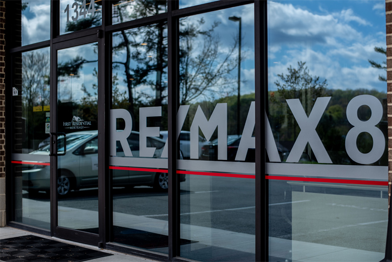 REMAX 8 | Agent Photo